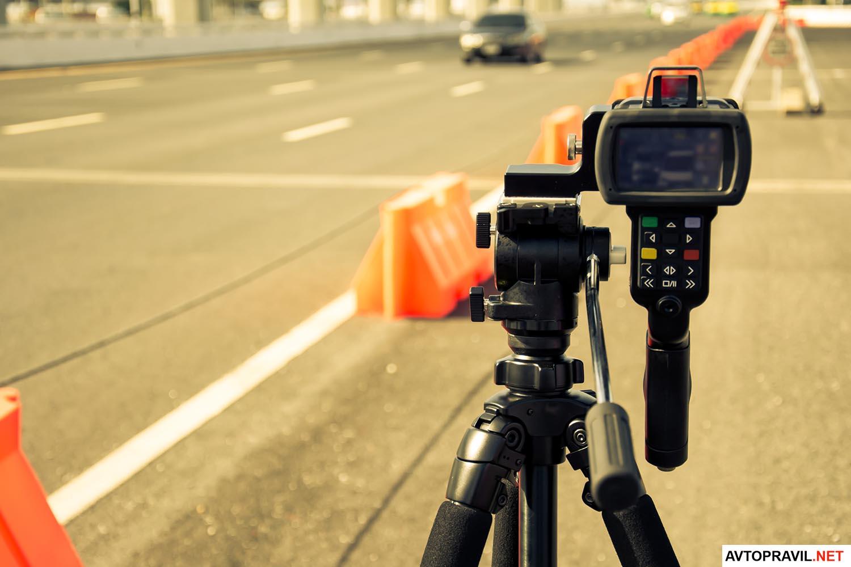 Радар скорости установленный на дороге