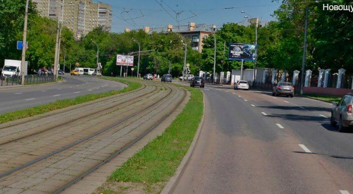 Трамвайные пути в разных уровнях с проезжей частью