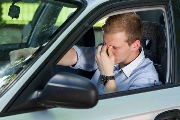 Если инспектор делает что-то неправильно, водитель вправе оспорить порядок лишения прав