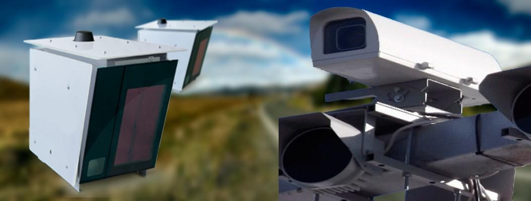 Камеры Автодория (слева) и Одиссей (справа), фиксирующие проезд на красный сигнал светофора