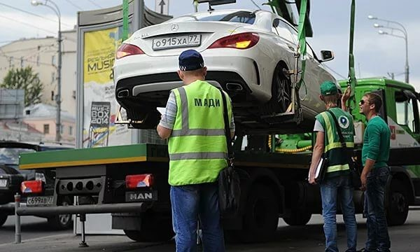 После лишения прав машину отвезут на специально предназначенную для таких случаев стоянку